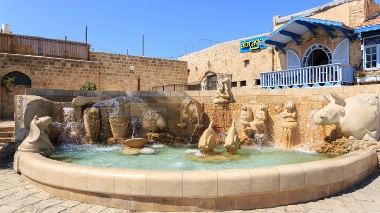La fuente está situada donde una vez existió un legendario pozo de los deseos. Foto vía Shutterstock.com.