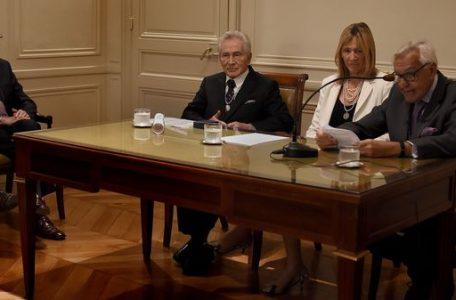 Aguinis junto a Marita Carballo y Rosendo Fraga (Nicolás Stulberg)