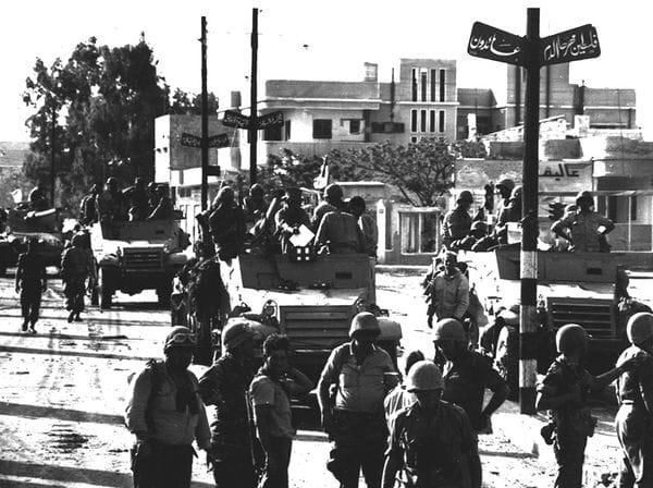 Tropas israelíes, al ingresar en la ciudad de Gaza, en su avanzada durane la Guerra de los Seis Días. (AP)
