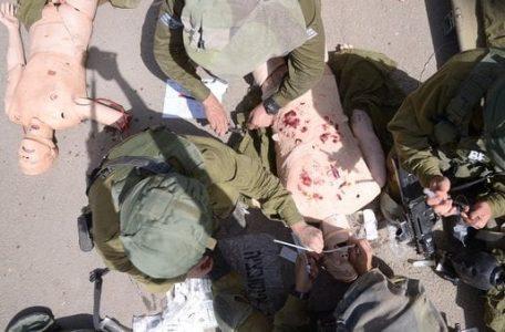 La unidad médica de las FDI realizan exhaustivos entrenamientos con el soldado robot