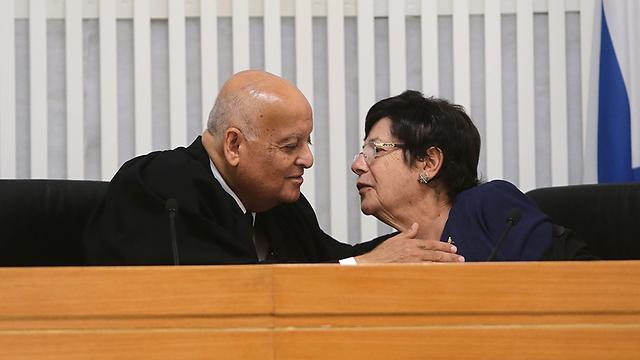 Joubran and Supreme Court President Miriam Naor (Photo: Alex Kolomoisky)