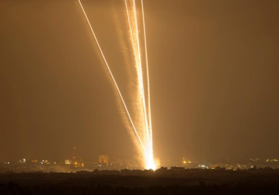 Resultado de imagen para lluvia a fuego misiles lanzados