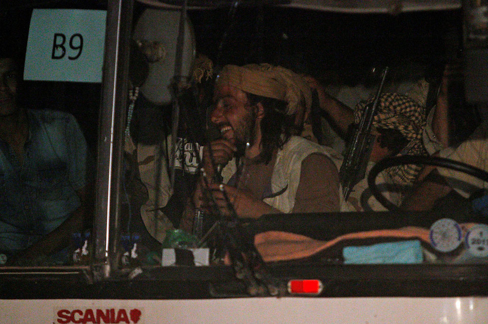 One of the buses in the ISIS convoy (Photo: Reuters)