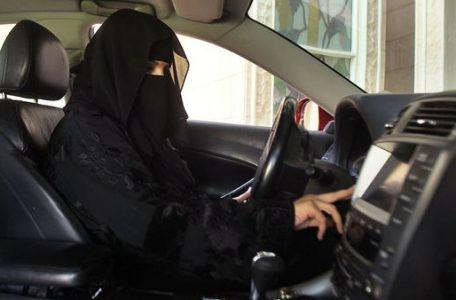 Resultado de imagen de mujeres sauditas manejando autos imagenes
