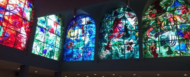 Les vitraux de Chagall dans la synagogue de l'hôpital Hadassah à Jérusalem