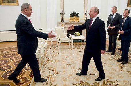 El primer ministro Netanyahu (izq.) Se reúne con el presidente Putin en Moscú, Rusia (Foto: EPA)