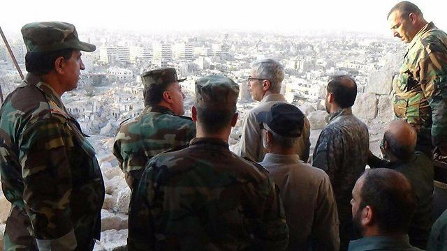 Jefe de Estado Mayor General de las Fuerzas Armadas iraníes Mohammad Hossein Bagheri (centro al frente), de visita en Siria