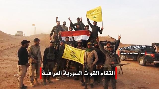 Milicias chiítas ondeando la bandera de Hezbolá en Siria