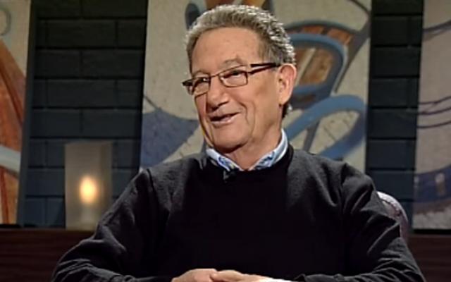 Ron Ben-Yishai habla durante una entrevista con Israeli Educational Television el 2 de abril de 2017. (Captura de pantalla / YouTube)