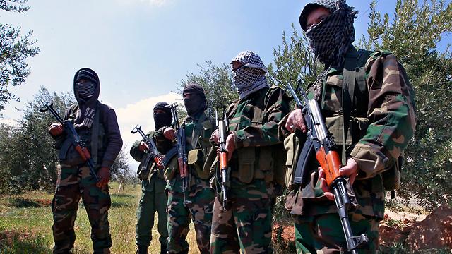 Combatientes de Hezbolá en la frontera del Líbano con Israel (Foto: AP)