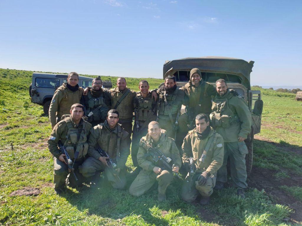 Con compañeros en el batallón