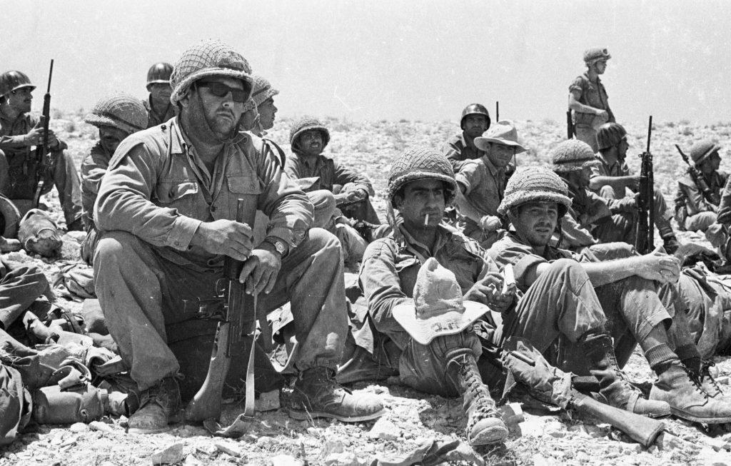 Soldados en el desierto de Negev, 1967. Foto: Personal de IPPA, la Colección Dan Hadani.