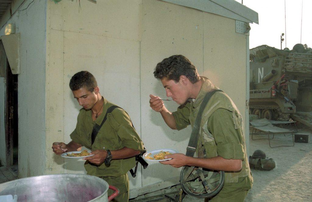 Soldados de las FDI durante la Operación Responsabilidad en 1993. foto: Personal de IPPA, la Colección Dan Hadani