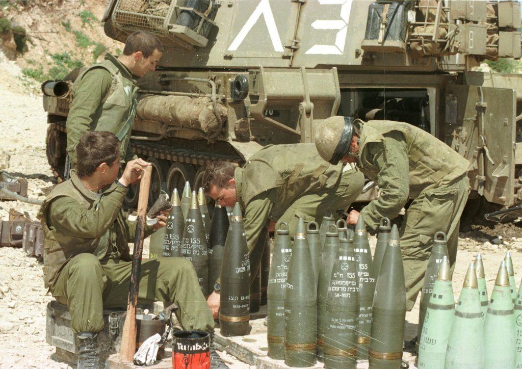 Soldados de las FDI en la Operación Uvas de la Ira en 1996. foto: Personal de IPPA, la Colección Dan Hadani