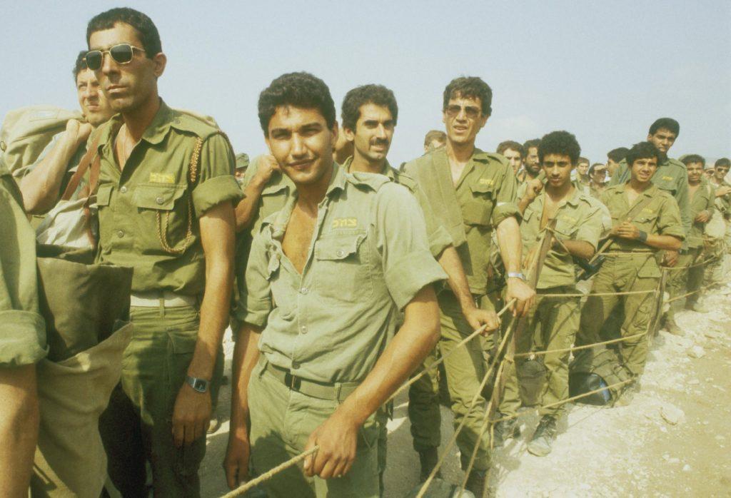 Soldados que regresan del Líbano, 1982, foto: Personal de IPPA, Colección Dan Hadani