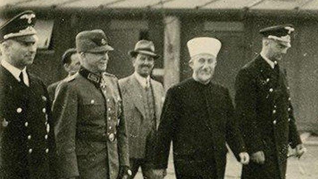 Husseini en Alemania con el oficial nazi Heinrich Himmler (Foto: HERMANN HISTORICA)